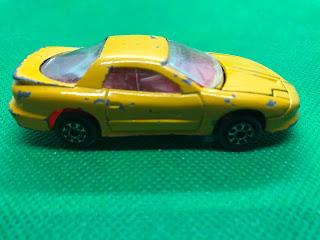 ポンティアック ファイヤーバード のおんぼろミニカーを側面から撮影