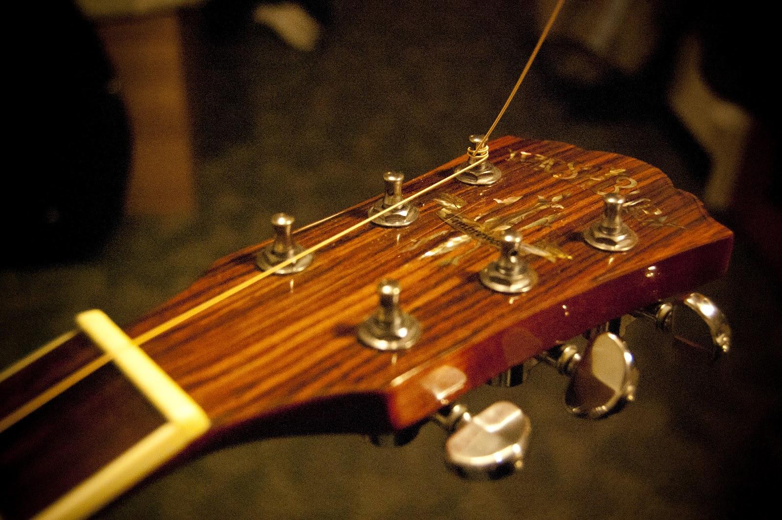 Restring Acoustic Guitar : guitart restring an acoustic guitar ~ Hamham.info Haus und Dekorationen