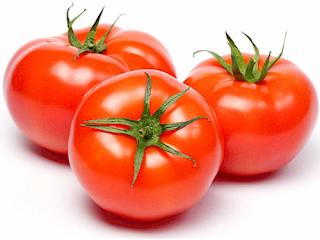 Nước ép cà chua chữa đau viêm họng