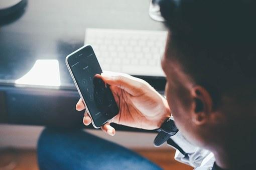 Bolehkah Ngobrol dengan Lawan Jenis yang Bukan Mahram di Media Sosial? Ini Penjelasannya