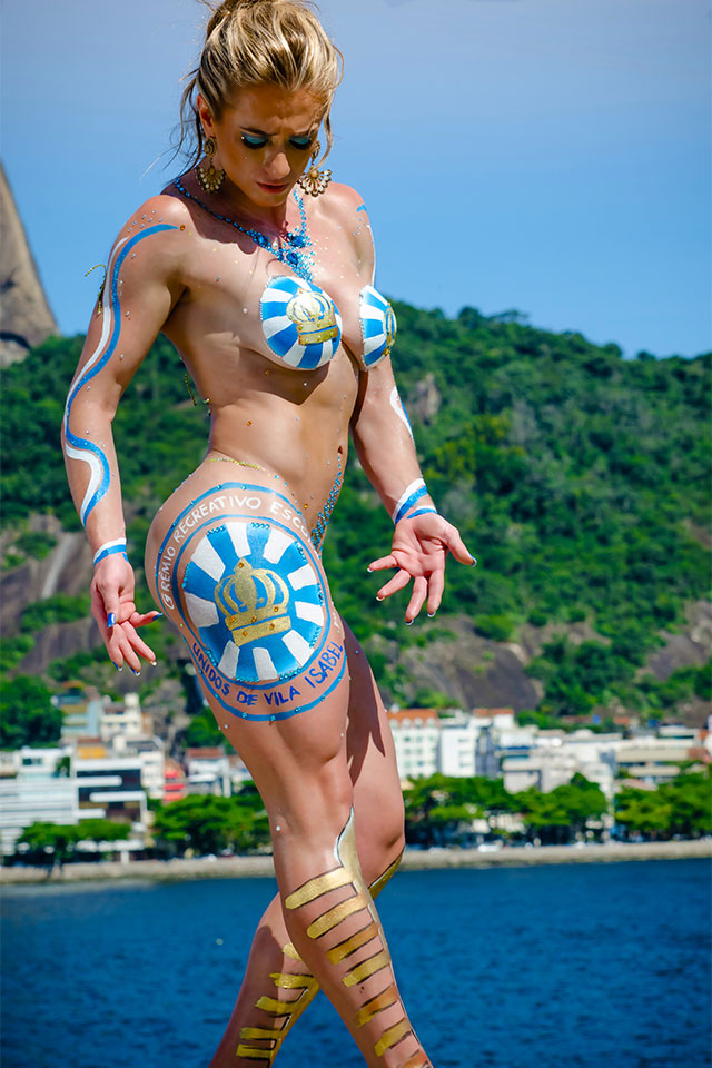 Atleta Wellness Katiuska Glesse posa para ensaio de Carnaval com pintura corporal. Foto: Marcelo Magalhães
