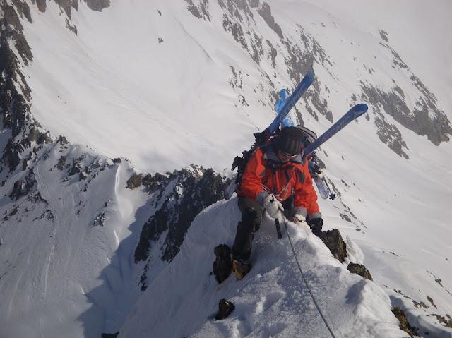 Le ski alpinisme nécessite des techniques avancées de ski et d'alpinisme. Photo: Guide06
