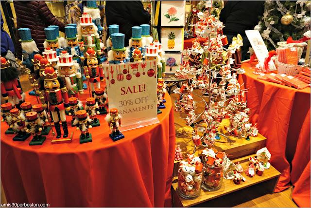 Adornos de Navidad en la Tienda de Regalos de la Mansión The Elms en Newport