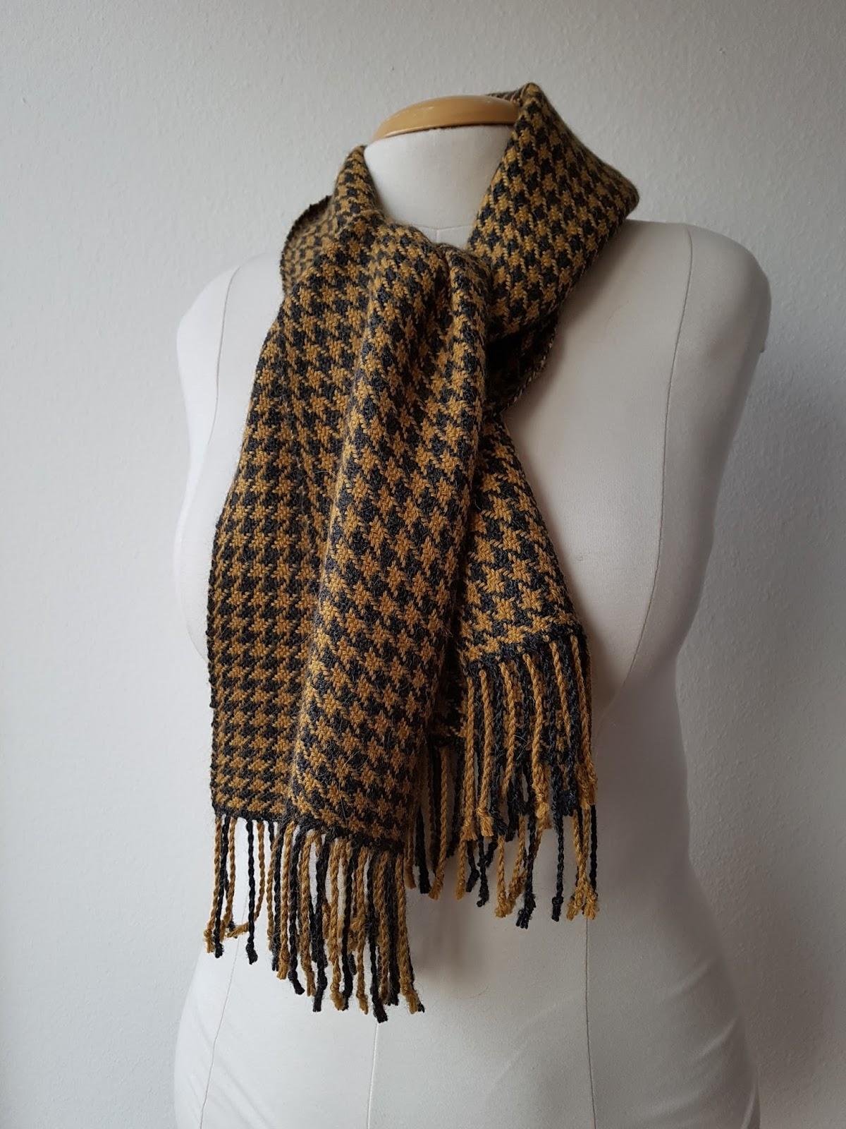 Monkeyroom: Making scarves