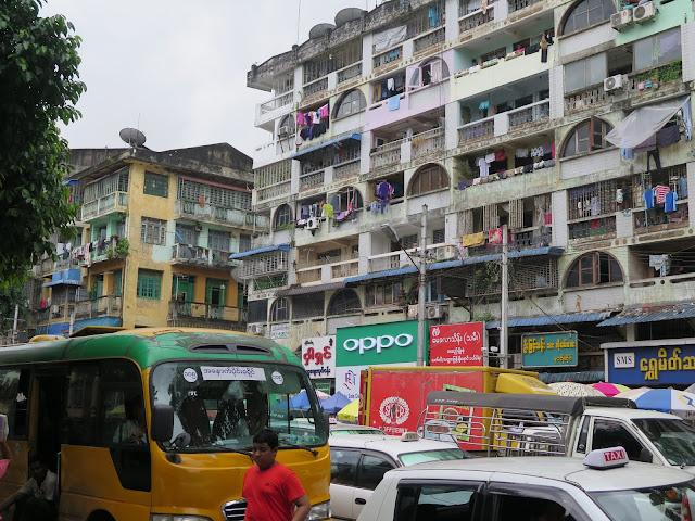 Tráfico en Yangón
