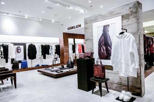 731925f80 Essa foi a oportunidade percebida por ele para vender seus casacos de neve.  Além dos casacos, para incrementar o mix de produtos da loja, passou a  vender ...