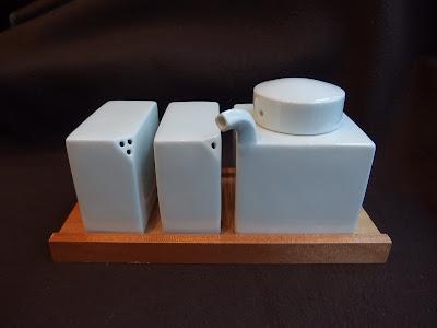 白山陶器 3点コンディメントセット 白磁(木台付)/HAKUSAN condiment