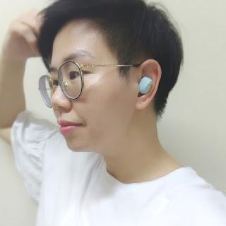 比起一般無線藍芽耳機,這個尺寸很適中,不會令耳窩不舒適