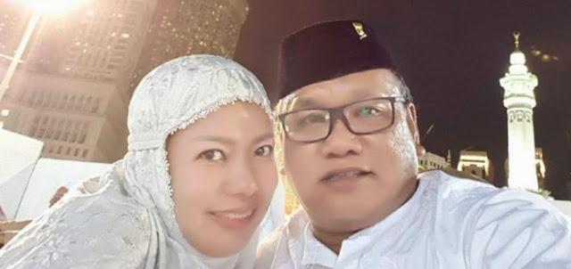Andi Erni Astuti, istri Mussakir Sarira ketua DPRD Kolaka Utara saat keduanya menjalankan ibadah Haji di Tanah Suci