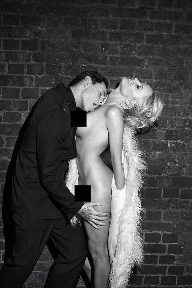 Pamela Anderson strips totally naked for King Kong magazine.