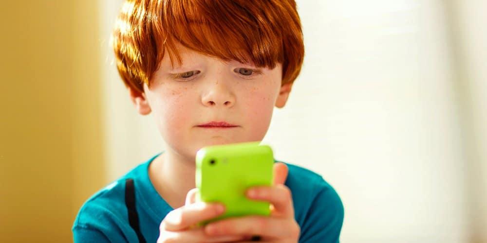 هاتف ذكي طفل