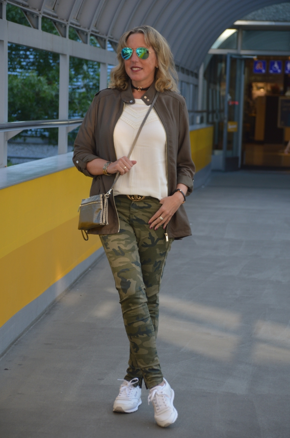 Ü40 Military-Style mit Camouflage-Hose