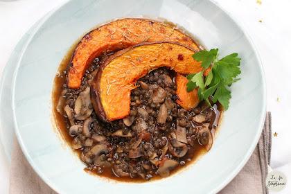 Potée de lentilles noires aux champignons et courge rôtie pour le soir du Réveillon