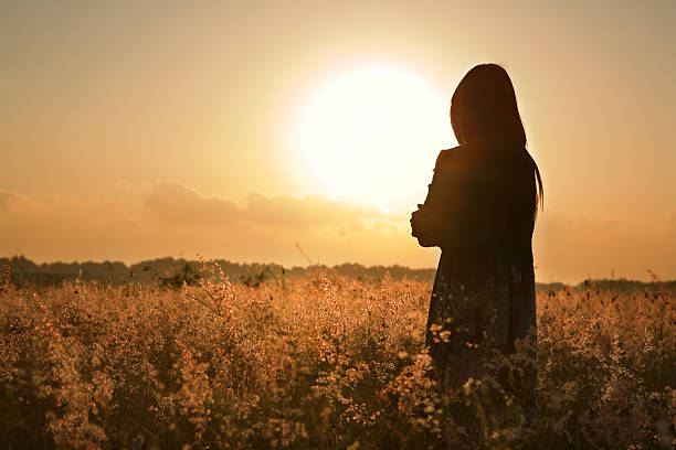 101 Bài thơ tình buồn, thơ tình ngắn tâm trạng nhiều cảm xúc
