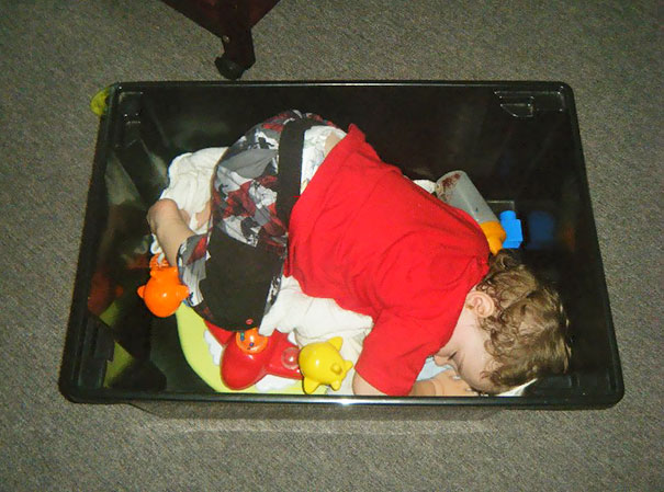 15+ Hilarious Pics That Prove Kids Can Sleep Anywhere - Napping In A Toy Box