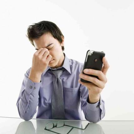 3 Tips Mencegah Mata Mudah Lelah Saat Bermain Smartphone