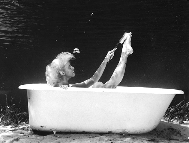 14-Bruce-Mozert-The-Birth-of-Underwater-Photography-and-Filming-www-designstack-co