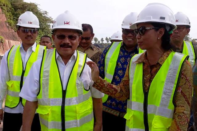 Mentri BUMN Rini Soemarno : Pembangunan Jalan Tol Tahap Pertama Ditarget Akan Tuntas Sebelum Lebaran 2019.