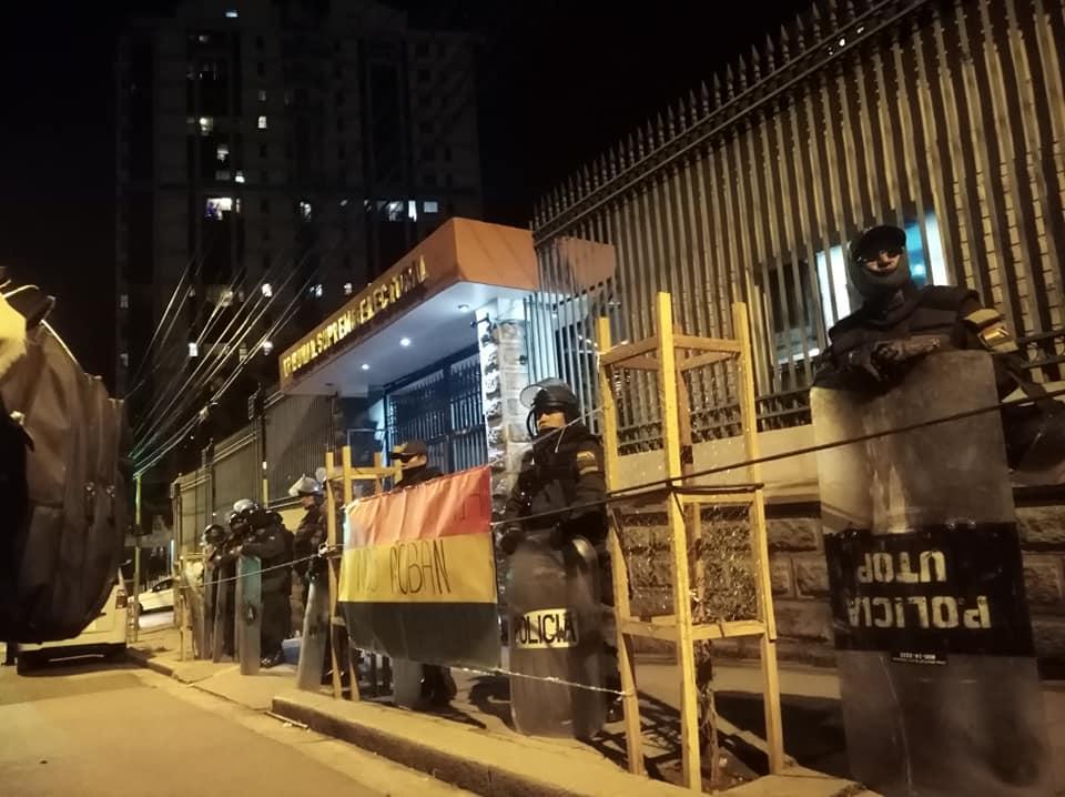 Policías desplazados para proteger a los vocales del TSE / KELLY TEJEDA
