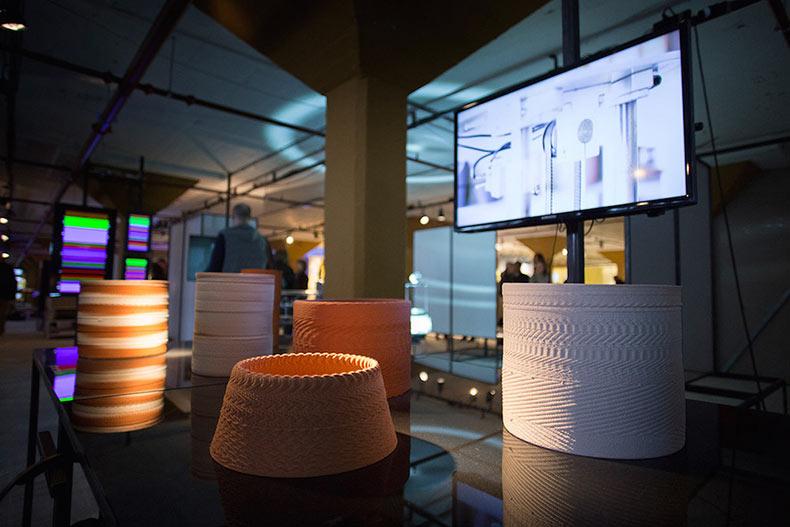 Vibraciones de música y sonidos impresos en 3D en recipientes de cerámica