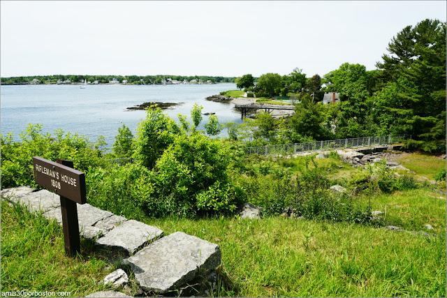 Cimientos del Riflemen's House en el Fuerte McClary, Maine