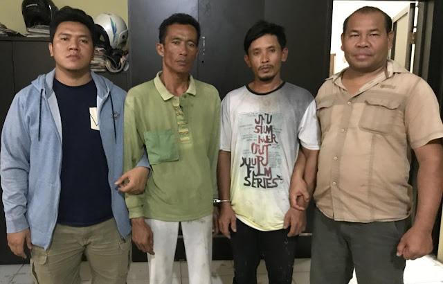 Kedua tersangka yakni Budi Samosir (40) dan Rusli (42) berikut barang buktinya saat diamankan di Mako Polres Tanjungbalai.