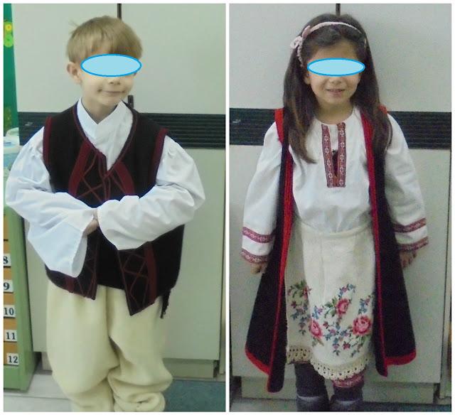 ντυμένοι με παραδοσιακές στολές....