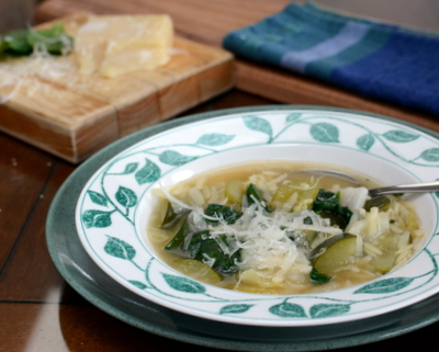 Homemade Minestrone Soup, healthy comfort food ♥ AVeggieVenture.com