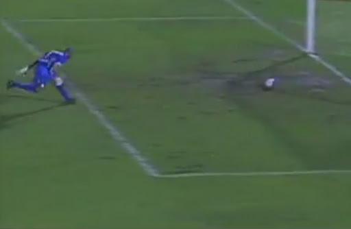 Guarani goalkeeper fails to save an own goal from teammate Rodrigo Arroz