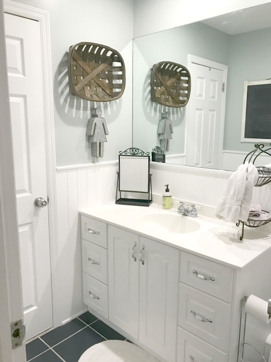 A Neutral Farmhouse Bathroom Makeover