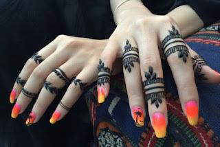 Mehandi design of fingers