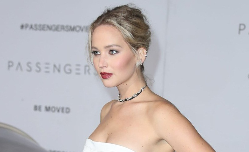 Jennifer Lawrence Looks Stunning in White Gown