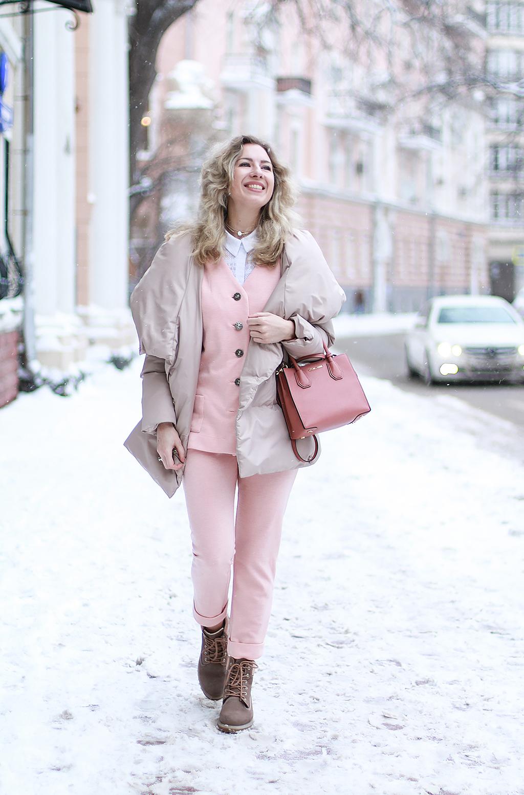 Margarita_Maslova_Ritalifestyle_Fashion_blogger_Moscow_Romantic_style_sport_chic_Pastel_looks_puffy_jacket