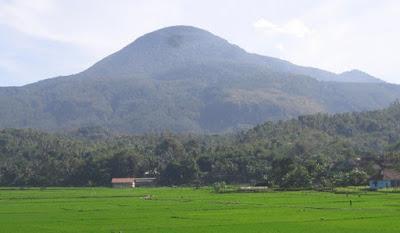 Gunung Tampomas di Sumedang Jawa Barat