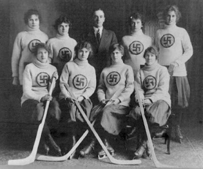 Esvásticas y hockey