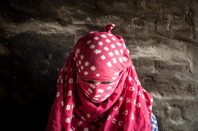 Niña de 13 años azotada en la india después de haber sido violada por su padre