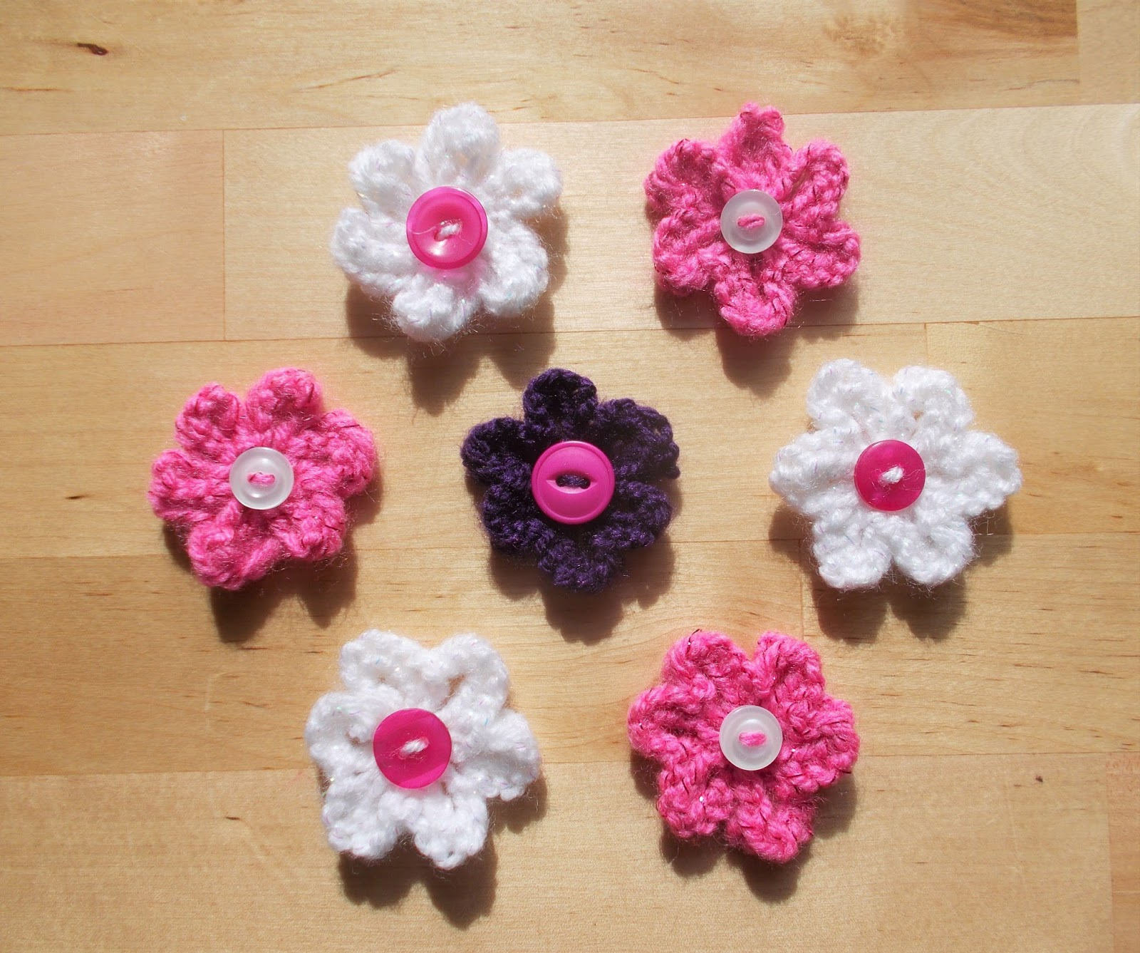 Small Flower Knitting Pattern : mariannas lazy daisy days: Knitted Summer Flowers