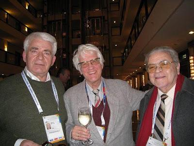 Boris Spassky, Lothar Schmid y Joaquim Durão en la XXXVIII Olimpíada de Dresde 2008