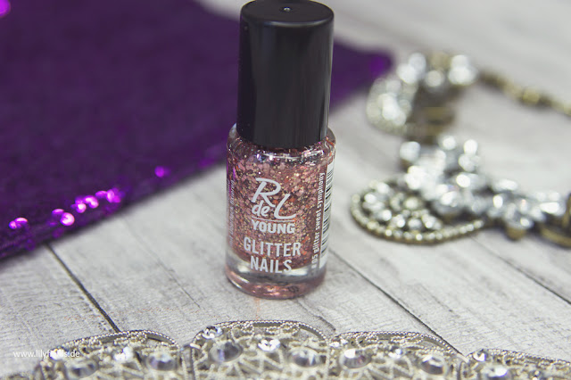 RdeL Young - Glitter Nails