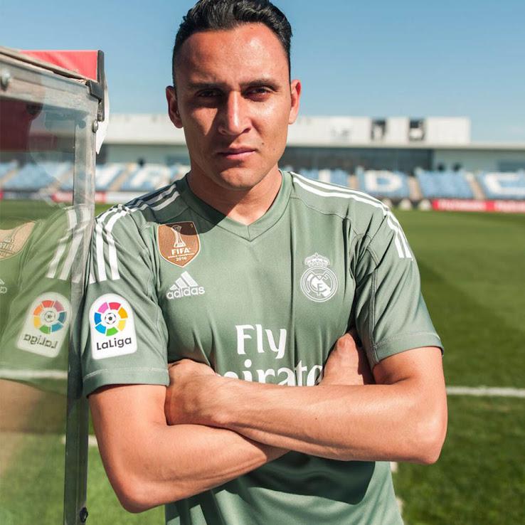 big sale b56a3 50e34 Real Madrid 17-18 Goalkeeper Home & Away Kits Released ...