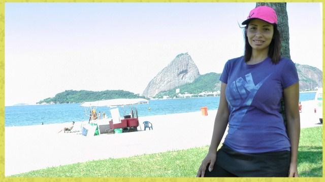 praia-mulher-exercício-bone-nike