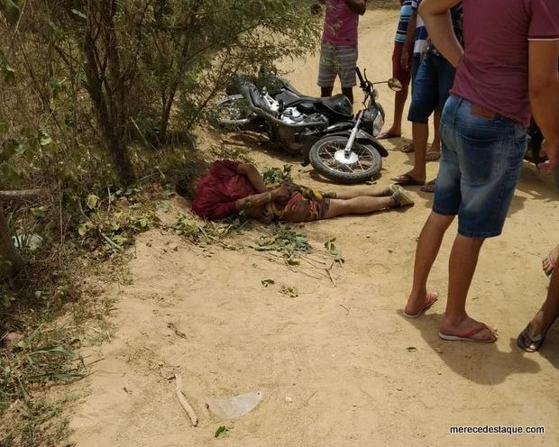 Elemento cai ao tentar fugir em moto roubada, é amarrado por populares e dá entrada na UPA de Santa Cruz
