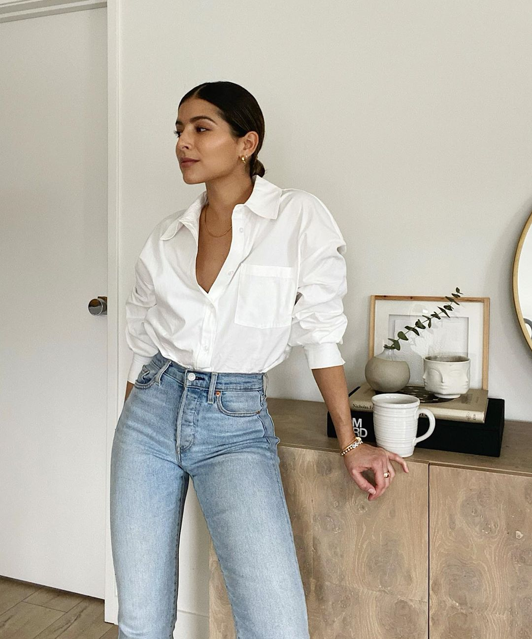 Classic Fall Oufit Combo — Pam Arias in a white button-down shirt and straight-leg jeans