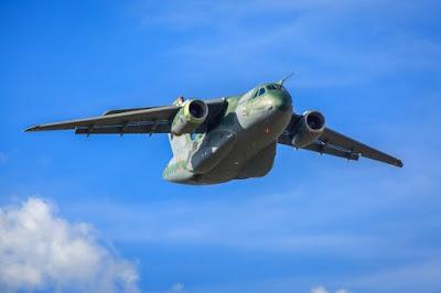 Embraer KC-390 é apresentado em salão de Paris