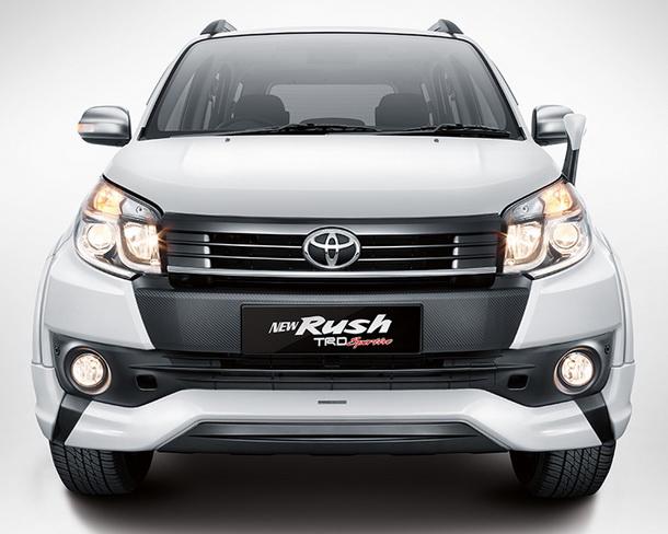 Tampilan Mobil Toyota New Rush dari depan terlihat semakin gagah