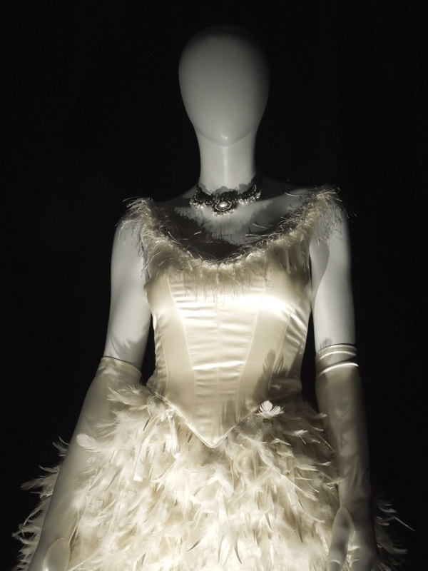 Hollywood Movie Costumes and Props: Fairytale costumes ...