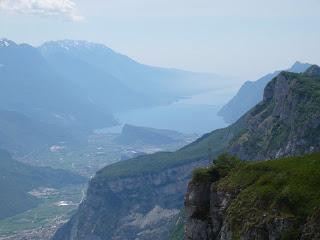 Gipfelkreuz und Gardasee