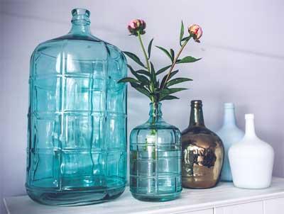 pengecatan bagian dinding sebelah dalam botol juga boleh dicoba, gunakan warna emas, warna perak atau perunggu
