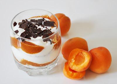 Aprikosentiramisu // Apricot Yogurt Tiramisu