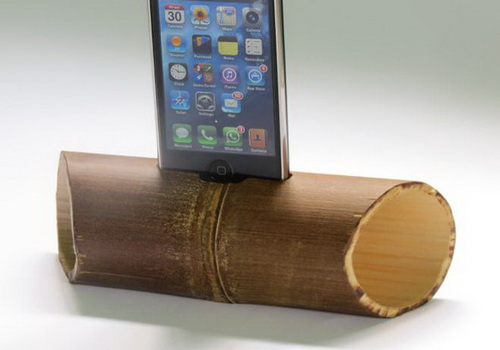 Tinuku.com Wooden Smartphone stand collection for desk design by Studio Doclassworks